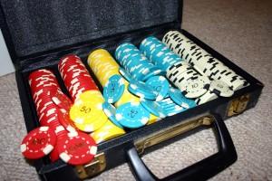 Set_of_Poker_Chips_in_Case_wikimedia